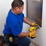 attaching door trim 150x150 اطلاعیه مهم شرکت تهویه نو در باره شوت زباله